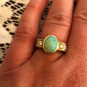 Jewelry - Perfect engagement ring! Vintage opal ring